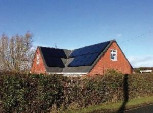 Flessibilità di Progettazione: Valore per il Proprietario di Casa SolarEdge consente di utilizzare nella maniera più ottimale la superficie di tetto disponibile, per generare più energia e più risparmi. Dà inoltre la possibilità di utilizzare moduli diversi tra loro, per future eventuali esigenze di modifica o ampliamento dell'impianto.